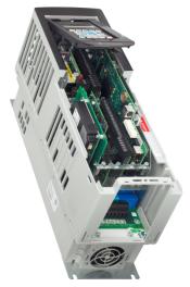 PowerFlex 755 con módulos opcionales en sus ranuras o puertos DPI